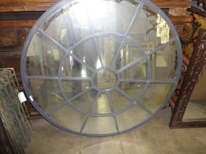 Round mirror, industrial details