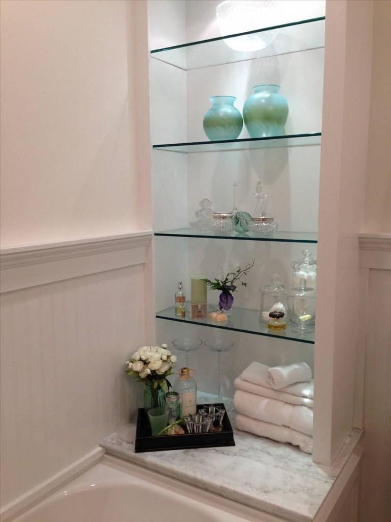 Glass shelves simple and beautiful s interior design for Bathroom glass shelves